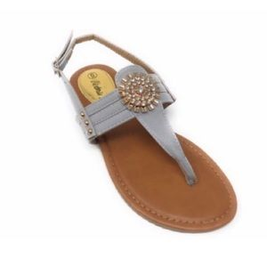 NWOB Victoria K silver with gold medallion sandals